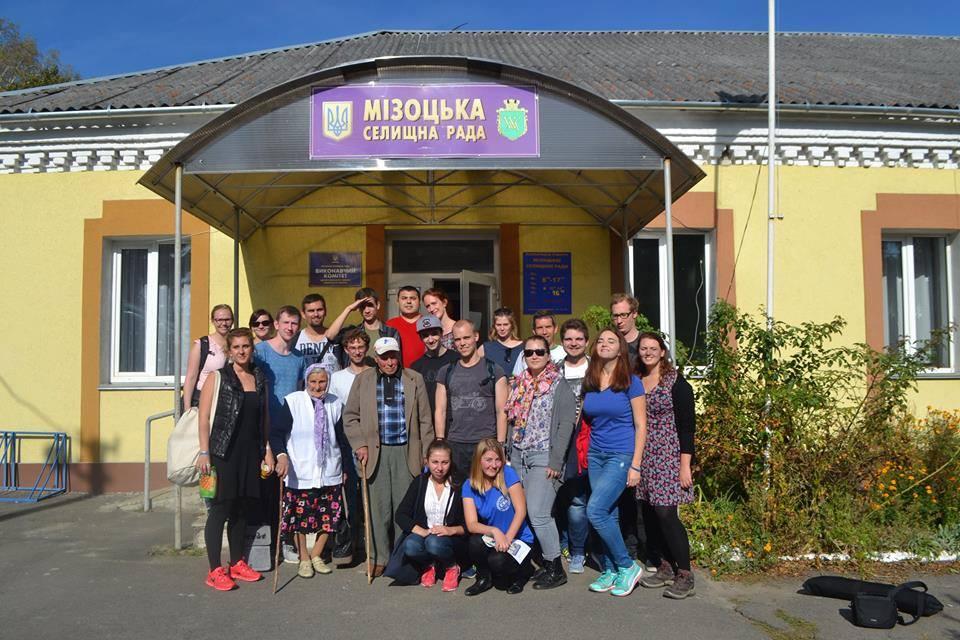 Deutsche und ukrainische Studierende gemeinsam mit den Interviewpartnern