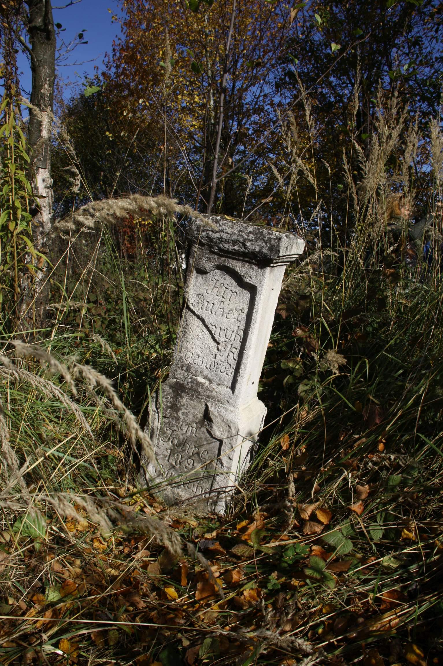 Grabstein auf dem deutschen Friedhof in Münchenthal.