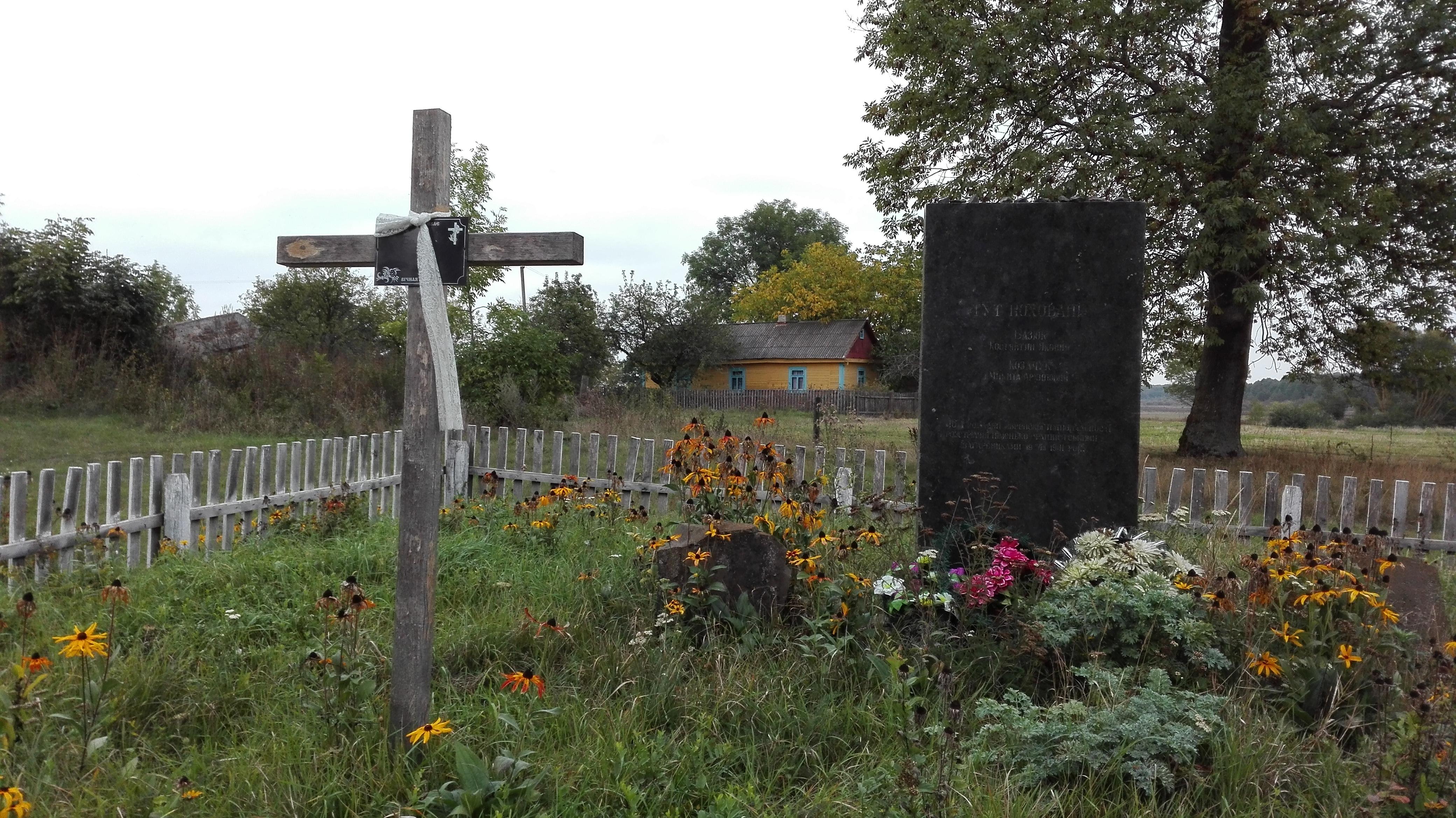 Denkmal für die getöteten Kommunisten im Dorf Kysylyn.