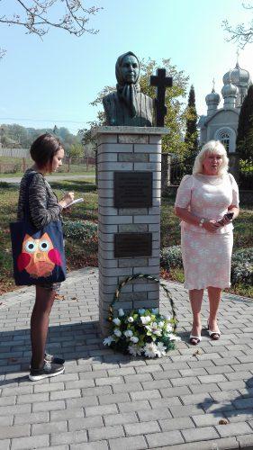 Ukrainische Studentin und die Bürgermeisterin des Ortes Mahala.