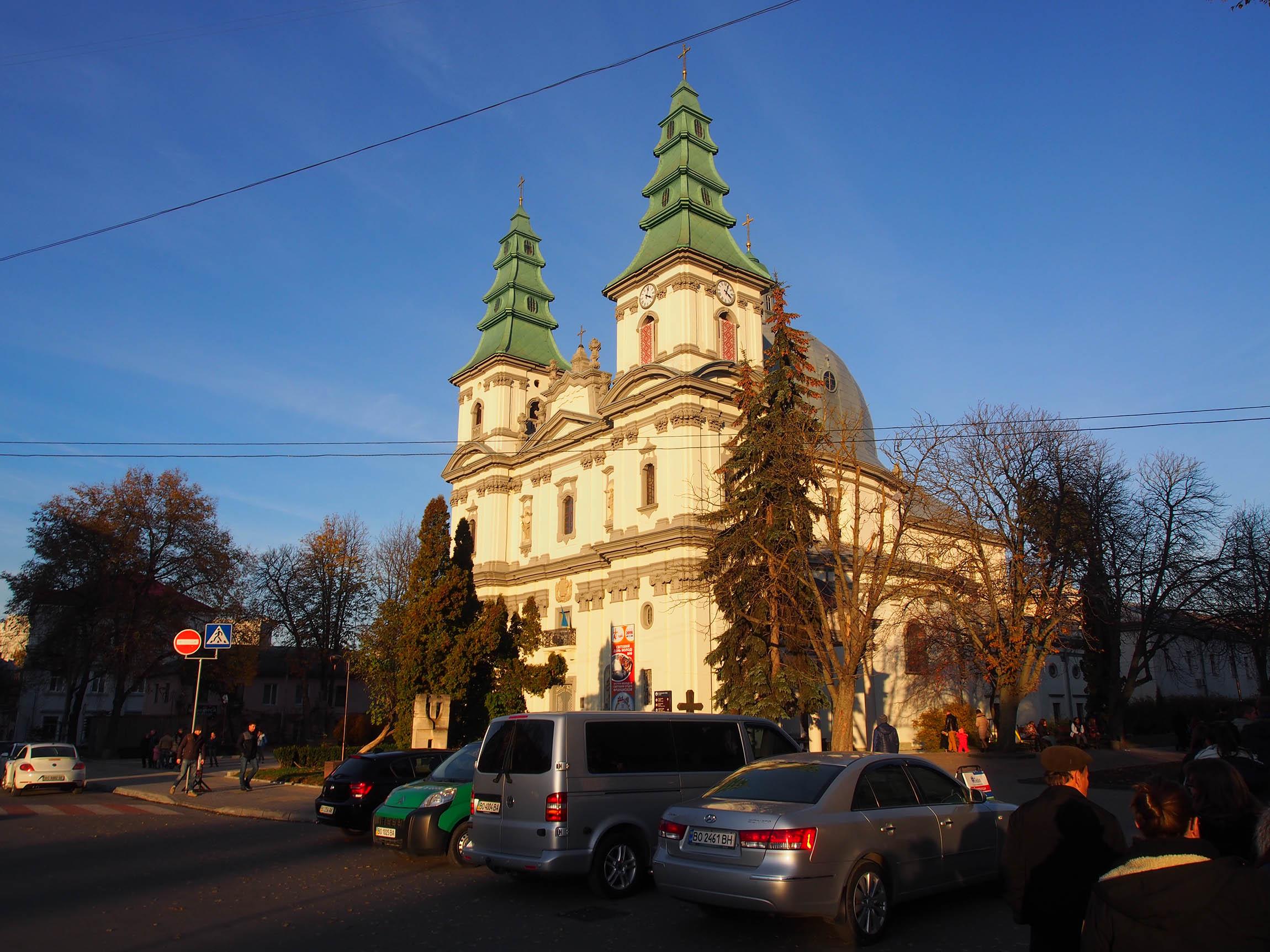 Die Katholische Kirche in der Stadtmitte, sie wurde von sowjetischer Repression nur bedingt getroffen.