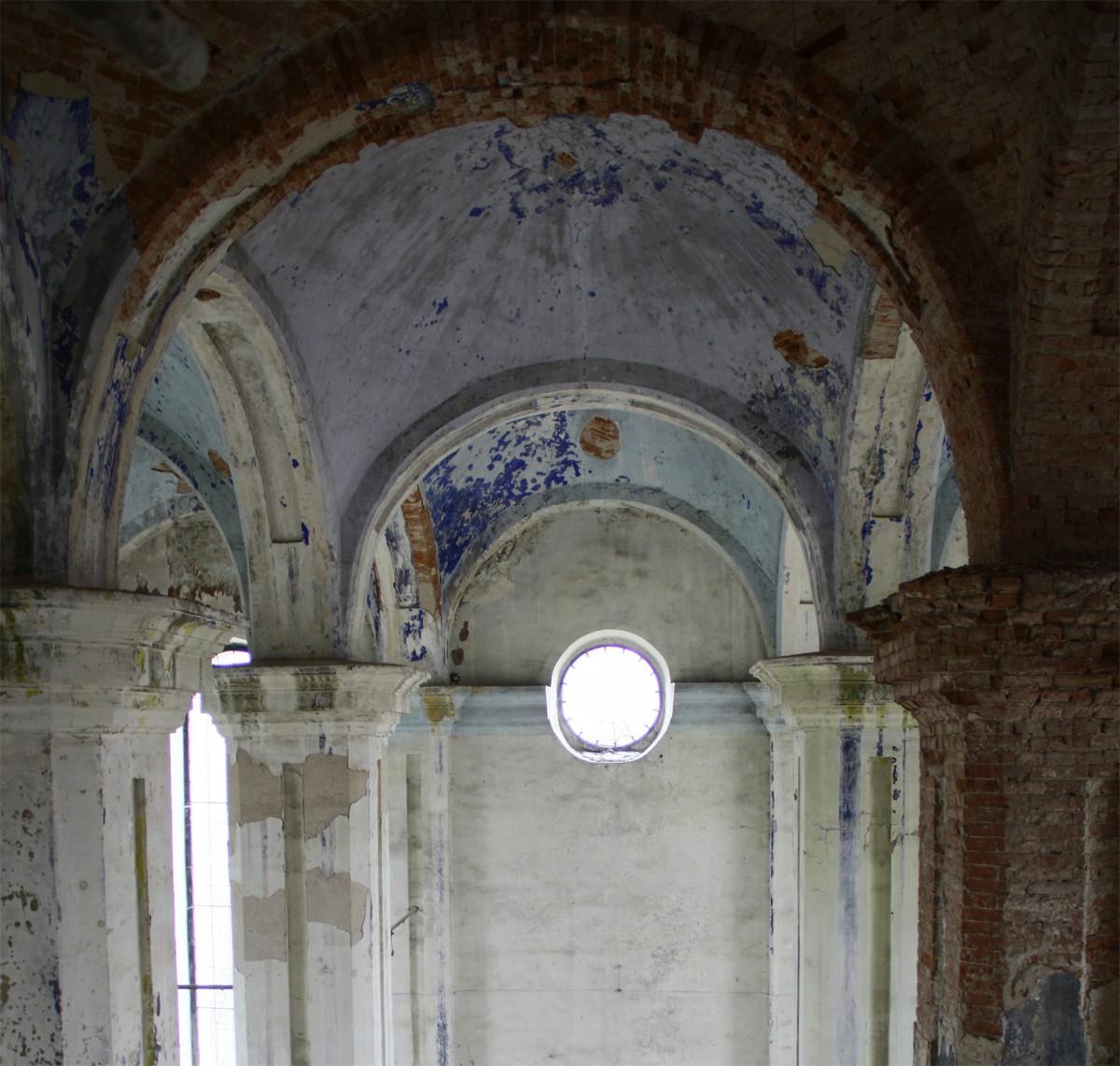 Innenraum der Synagoge, noch nicht renoviert. Originale Farbreste.