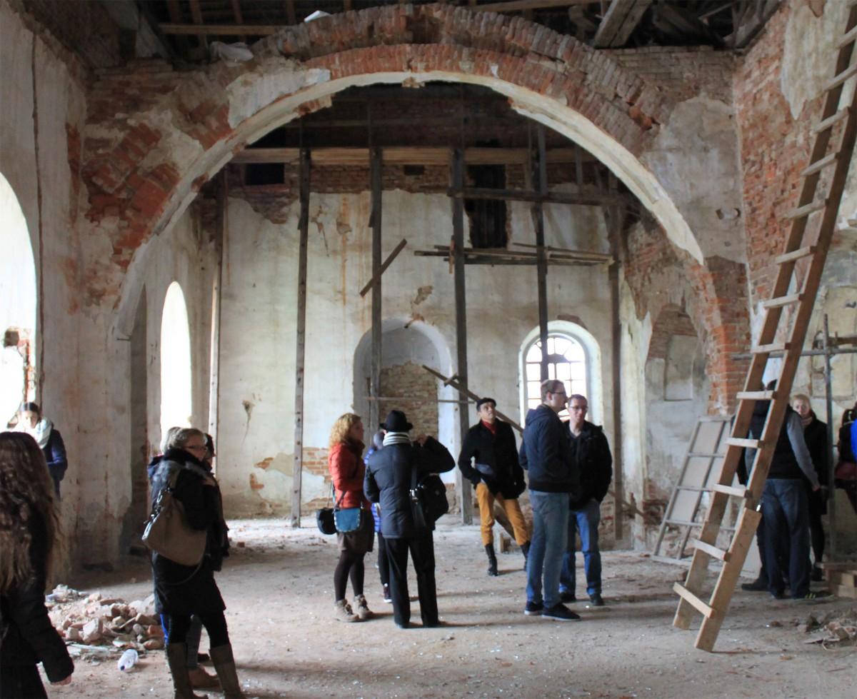 Der Innenraum der Synagoge, noch nicht begonnene Renovierung
