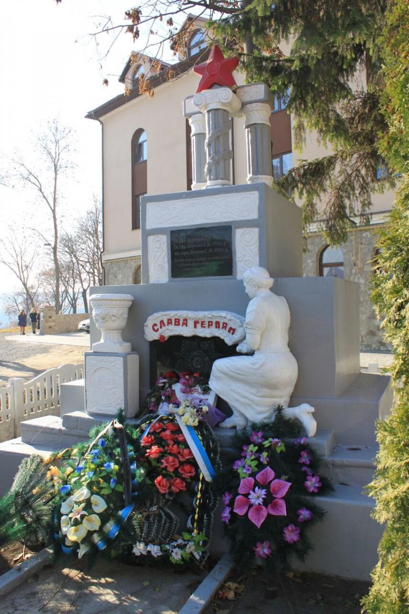 Denkmals für die Befreiung der Stadt durch die Rote Armee 1944 in Kamenez.