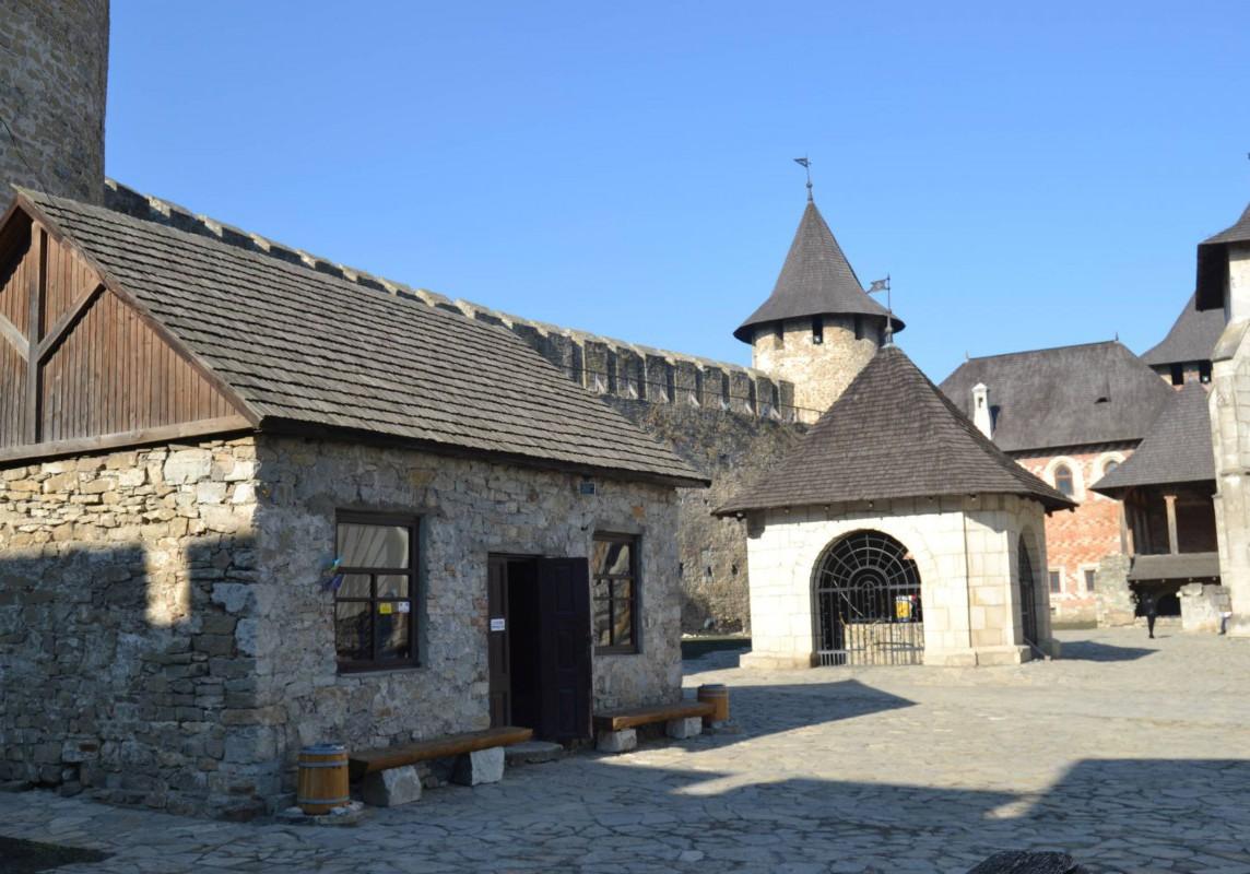 Der Innenhof der Burg in Chotyn.